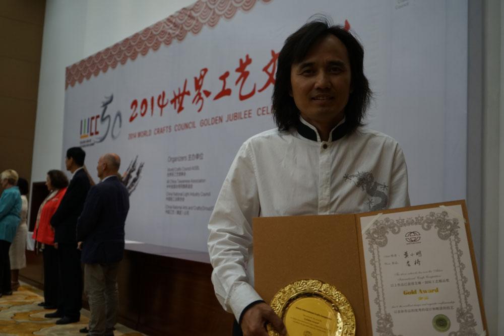 黄小明大师杰作《乾隆宝座》荣获首届艾琳-国际工艺精品奖金奖
